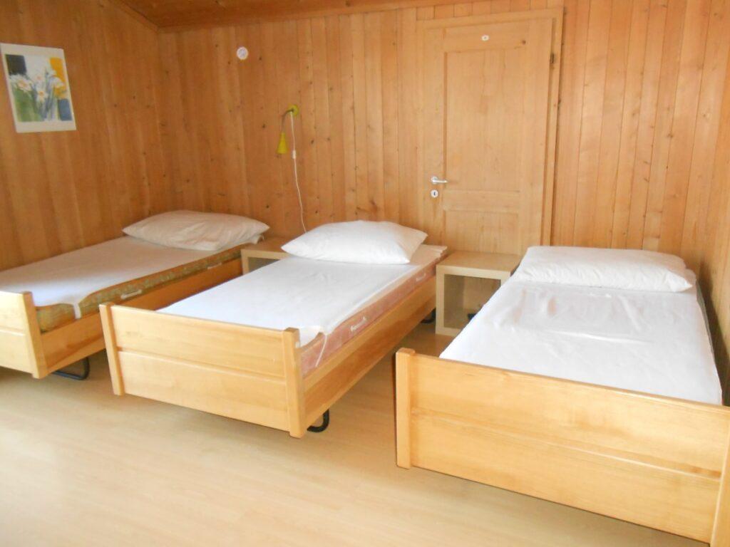Ein Schlafzimmer. Decken können dazu gemietet werden